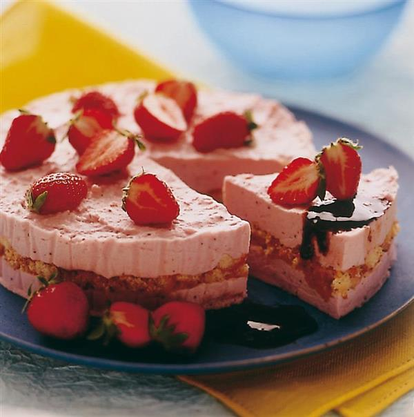 Iced cake with strawberries